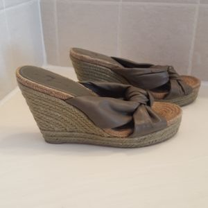 7 FOR ALL MANKIND TAUPE WEDGE SANDAL - SIZE 8 MED